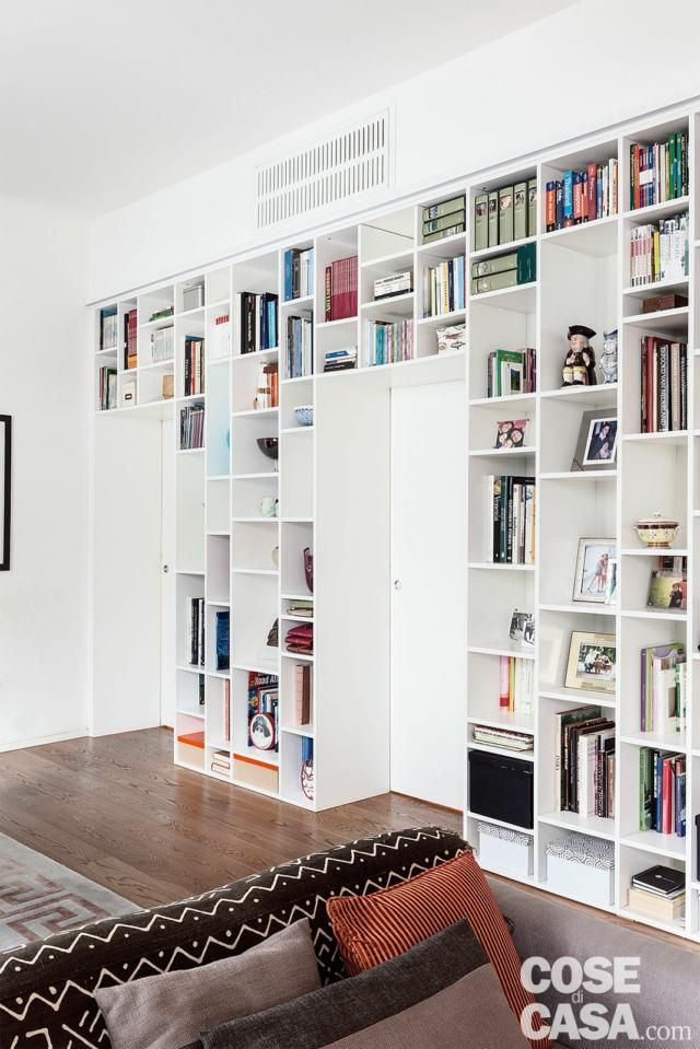 Photo of Traditional apartment of 120 square meters with full wall bookcases – Cose di Casa