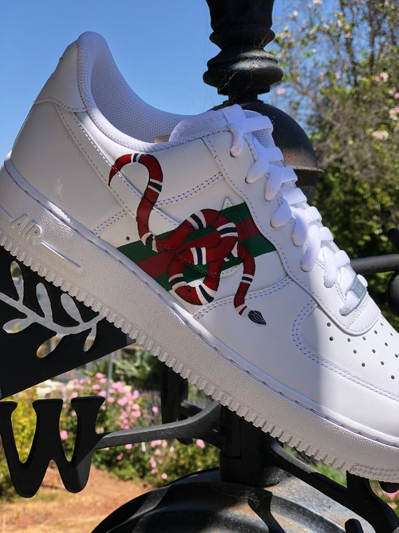 Custom Air Force 1 Gucci Snake   Chaussure, Gucci chaussures ...
