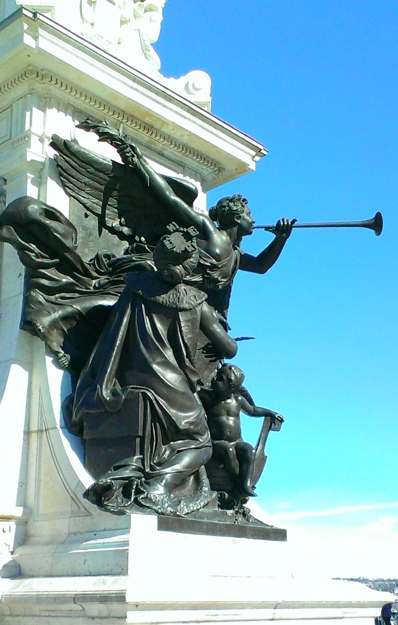 Samuel de Champlain, fondateur de la ville de Québec en 1608 Monument datant de 1898 pour les célébrations du 290ème anniversaires de la ville de Québec devant le Château Frontenac.