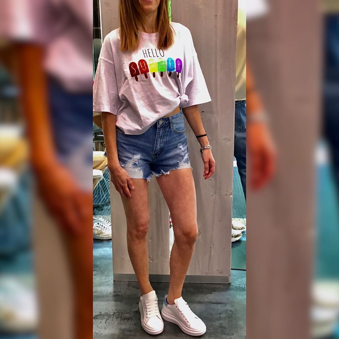 T-shirt €19,00 Tg.unica  Short jeans €29,00 Disponibile tg.s,m e l  Sneakers €89,00 Disponibile nr.37 e 38 Vera pelle Made in Italy  #new#collection#2020#spring#time#summer#goodvibes#stayhome#happy#day#good#vibes#beautiful#outfit#outfitoftheday#outfitinspiration#shopping#shoppingtime#shoppingday#shoppingaddict#love#imperialfashion#kontatto_official#please#valtellina#valtellinaturismo#valtellinaofficial#redwine#berninaexpress
