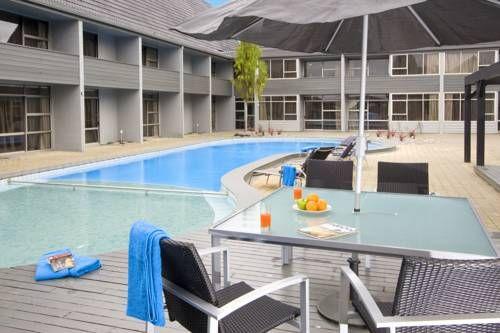Apollo Hotel Rotorua Rotorua Offering 2 hours of free Wi-Fi daily, Apollo Hotel Rotorua is a short walk from the Whakarewarewa Thermal Hot Pools. Guests enjoy free access to a swimming pool, spa pool, fitness centre and sauna.