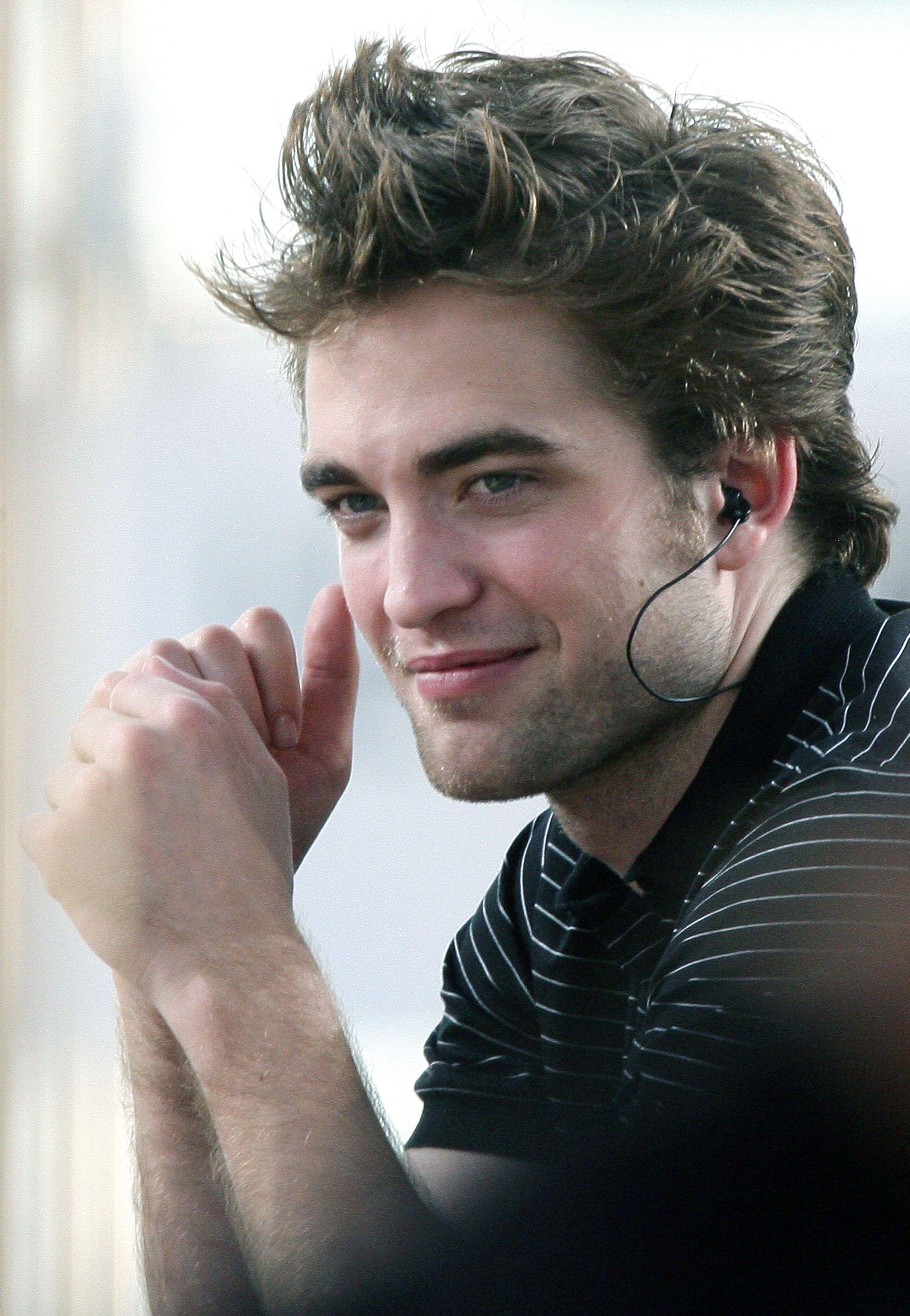 Gri Robert Pattinson Crepusculo Robert Pattinson Assistir