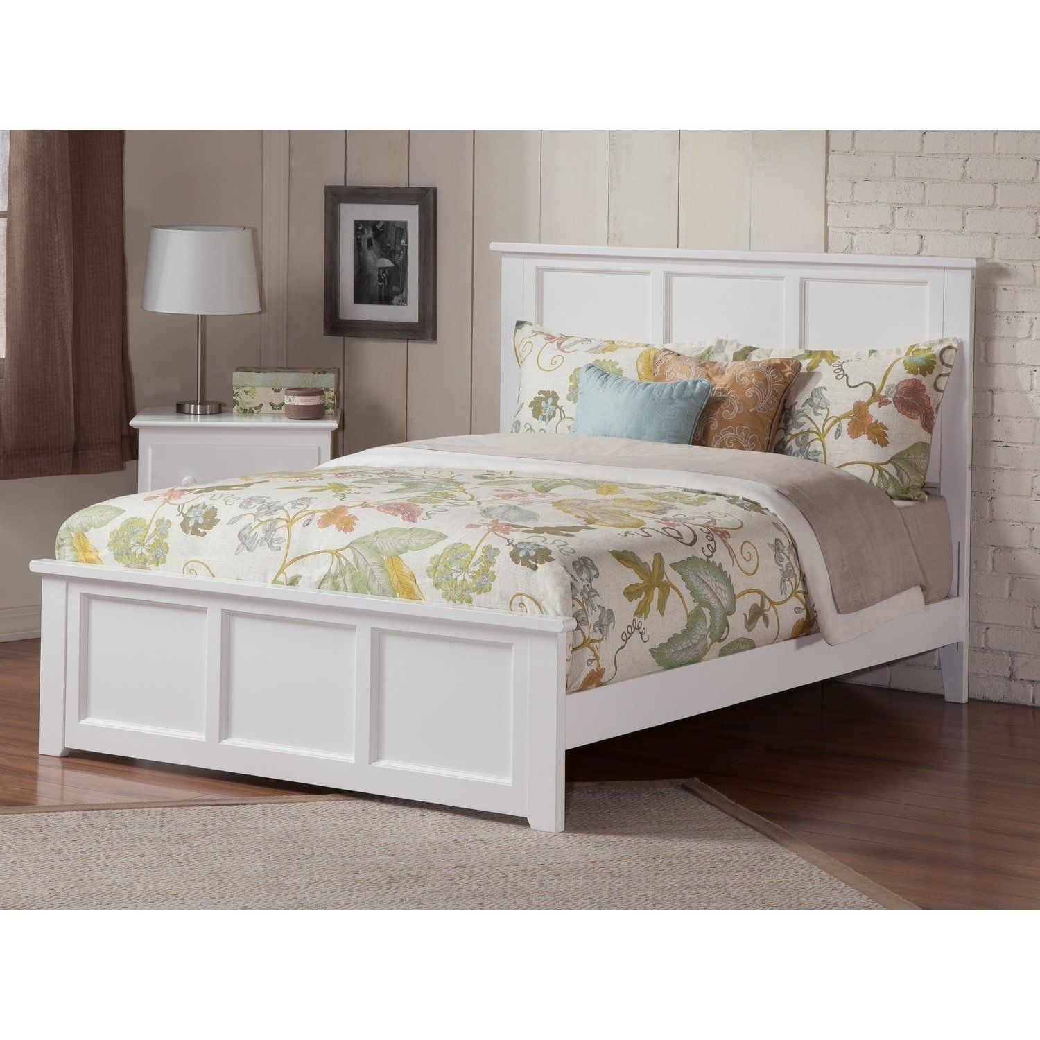 Madison Queen Bed with Matching Foot Board in White (Color