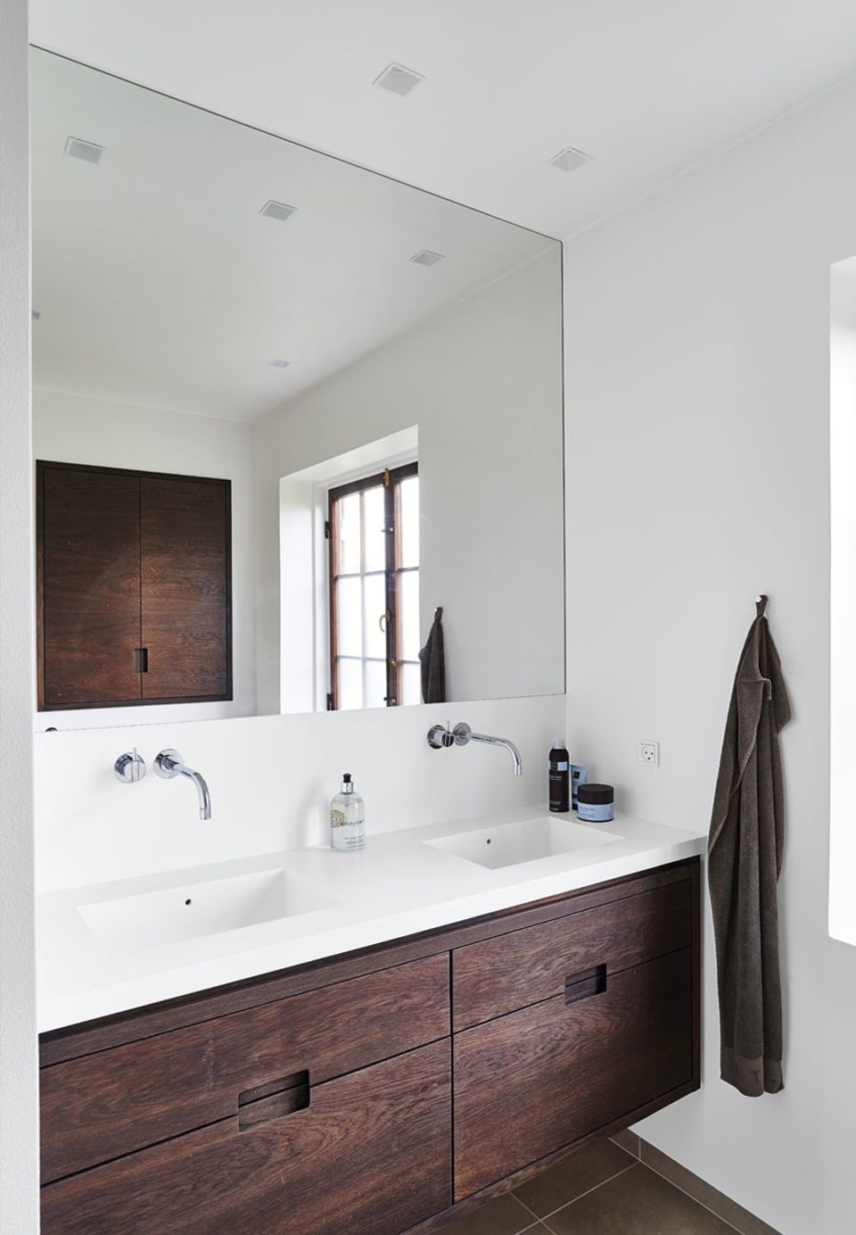 sink from duravit | new life of arne jacobsen hits | stuff, Badezimmer ideen