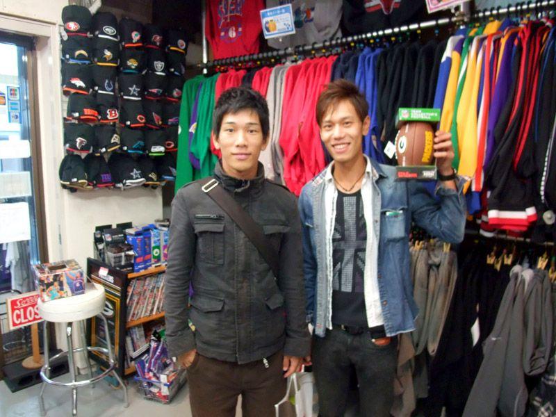 【新宿2号店】 2012年10月20日  広島からCSを見に来られました國近 健太さんと中山 浩一さんです。    左→中山さん 右→國近さん