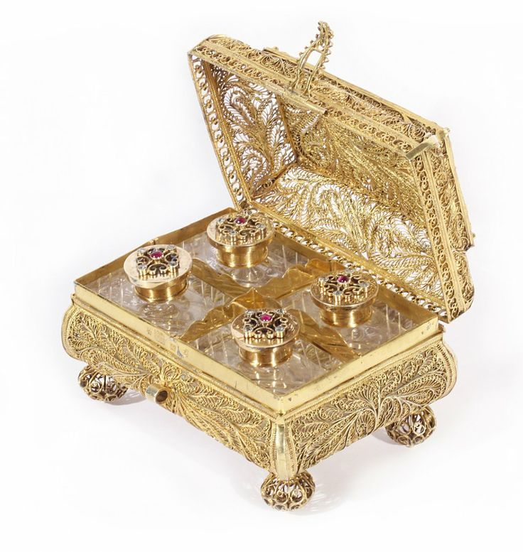 A RUSSIAN GEM-SET GILT SILVER FILIGREE CASE AND SCENT BOTTLE SET, VASILI IVANOVICH POPOV, MOSCOW, C. 1855