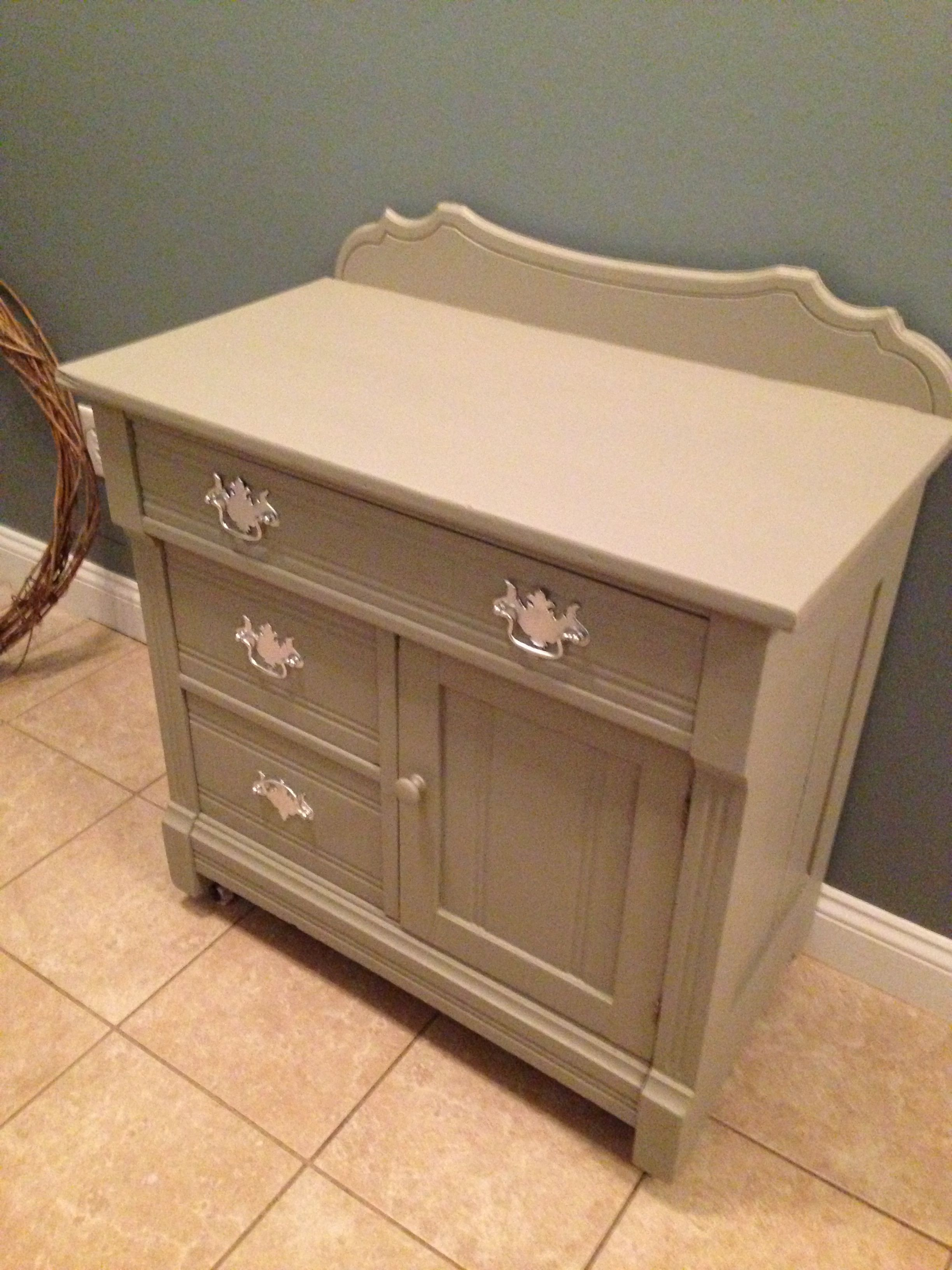 Annie Sloan Chalk Paint In French Linen Duped With Flat
