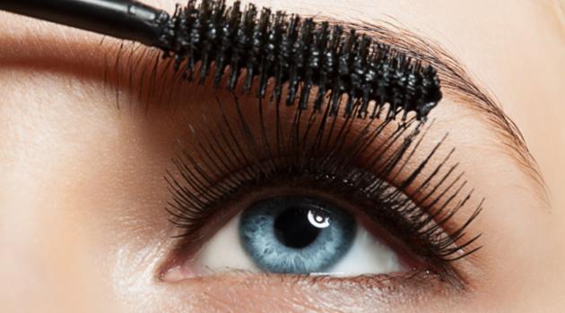 8 erros que você comete de manhã e fazem sua maquiagem derreter rapidinho