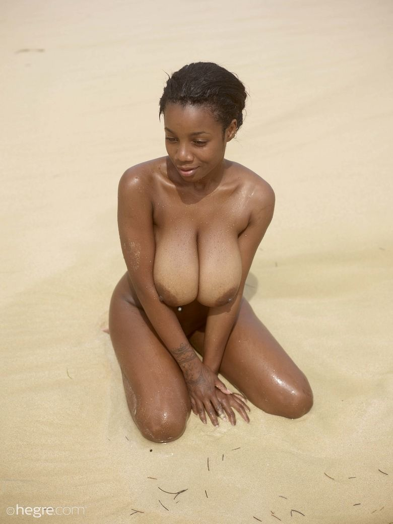 2018 Ebony Kiky Sexy Huge Boobs Nude Photos In Beach -3161