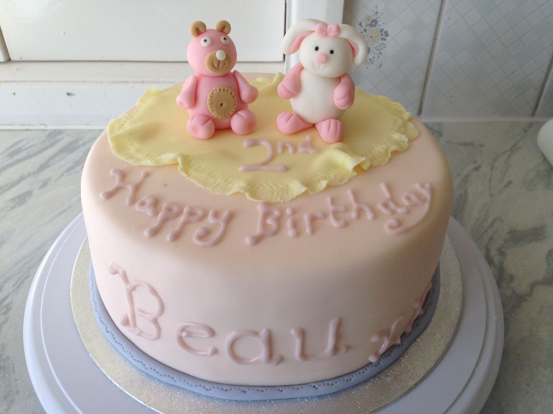 Cute two year old girl cake Taart