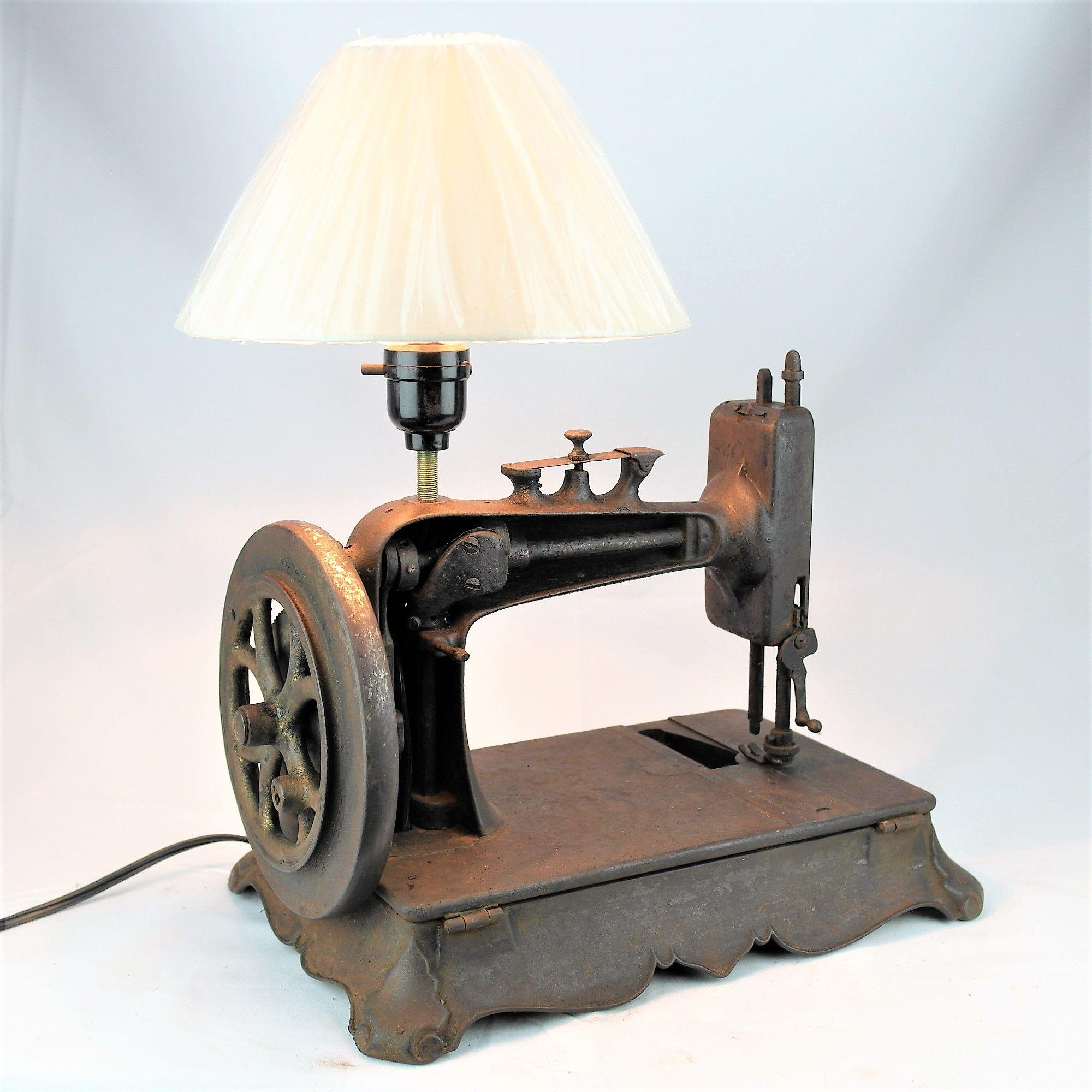 Lámpara Antigua Máquina coser, sewing machine vintage lamp