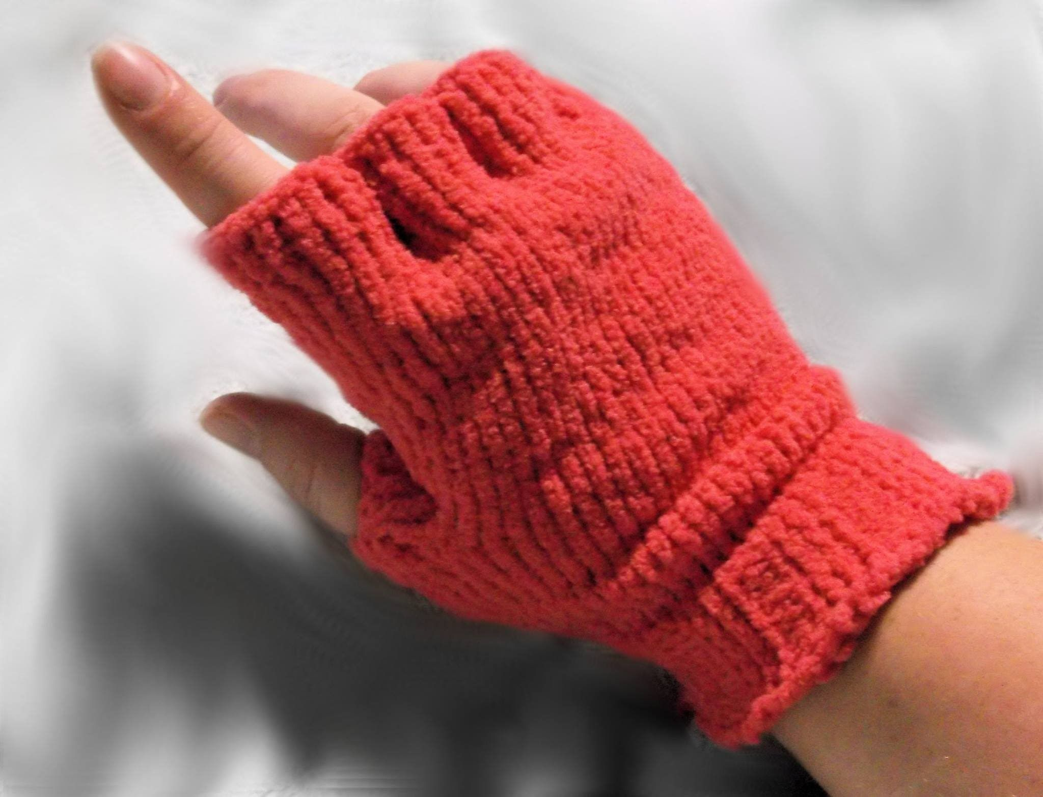 How to Loom Knit Half Finger Gloves | Loom Knitting Projects ...