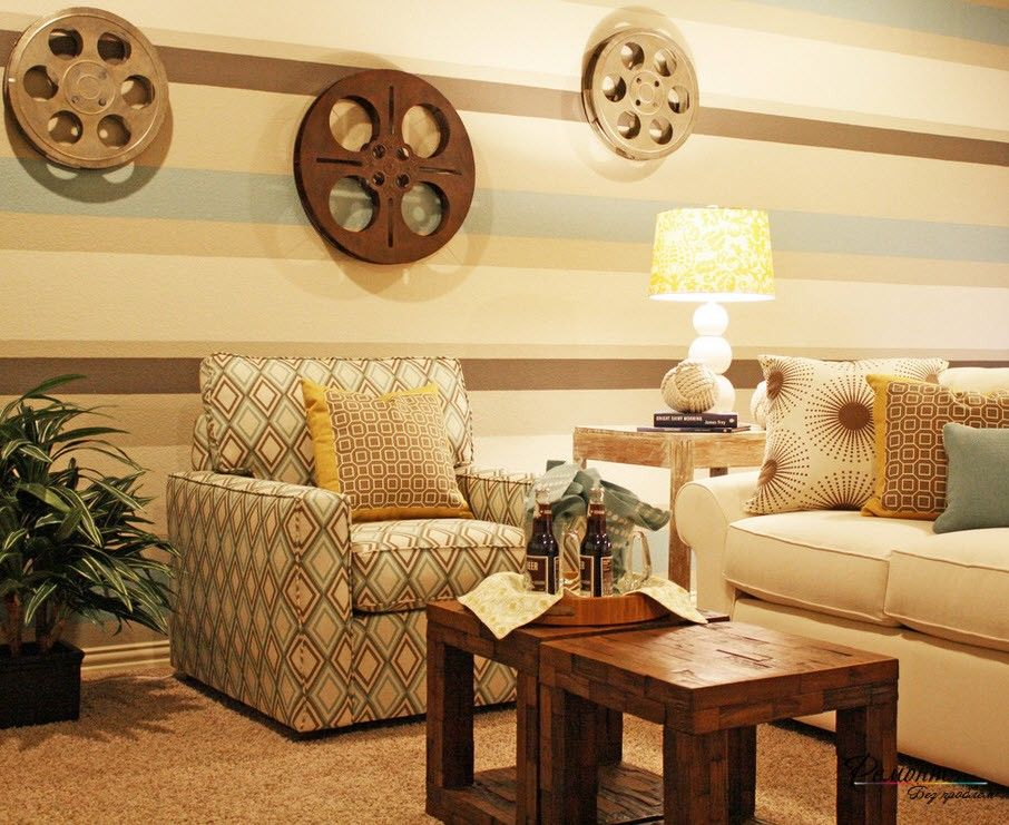 Сочетание цветных обоев с оригинальным декором | Гостиная комната ...