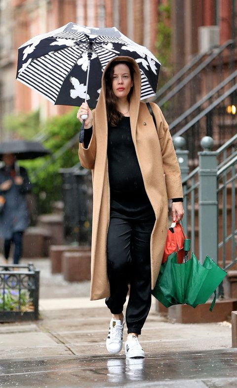 134db27433548 See the best celebrity maternity street style looks to hit the pavement.