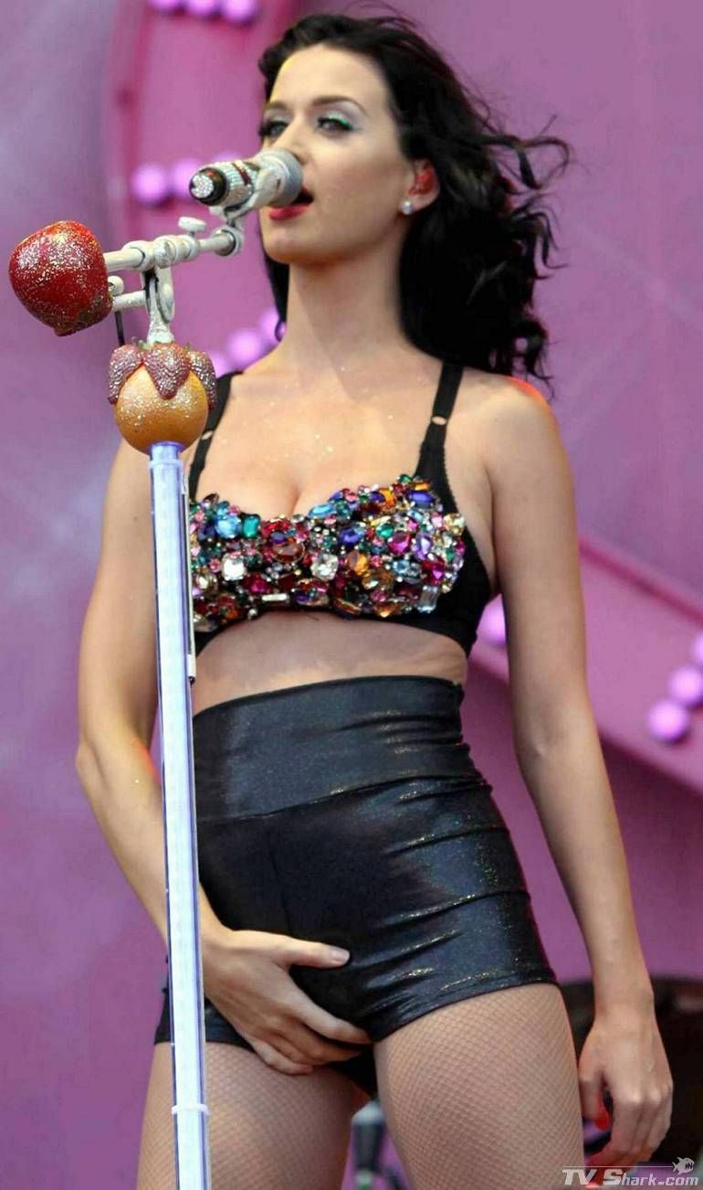 Katy Apparently Playing With Herself On Stage  Katy Perry -1676