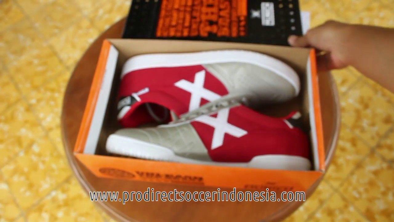 Pin di Sepatu Futsal Munich