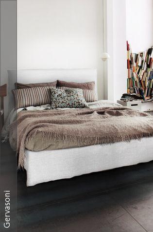 Gemütliches Schlafzimmer in neutralen Farben Polsterbett - gemtliche schlafzimmer farben