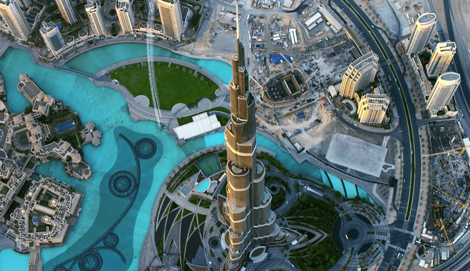 Taking pictures on the Burj Khalifa Top Floor Dubai