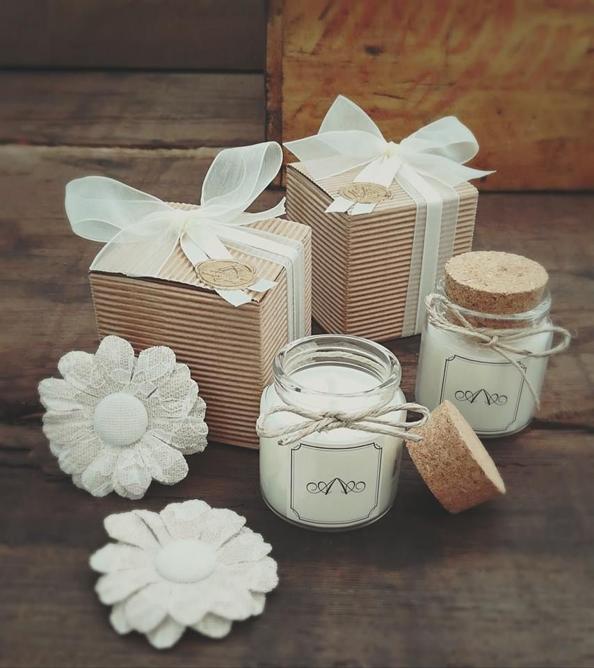 Candela Bomboniera Per Matrimonio E Cerimonie Per Il Tuo Splendido Matrimonio Una Bomboniera Romantica E De Country Wedding Favors Wedding Favors Cork Candle