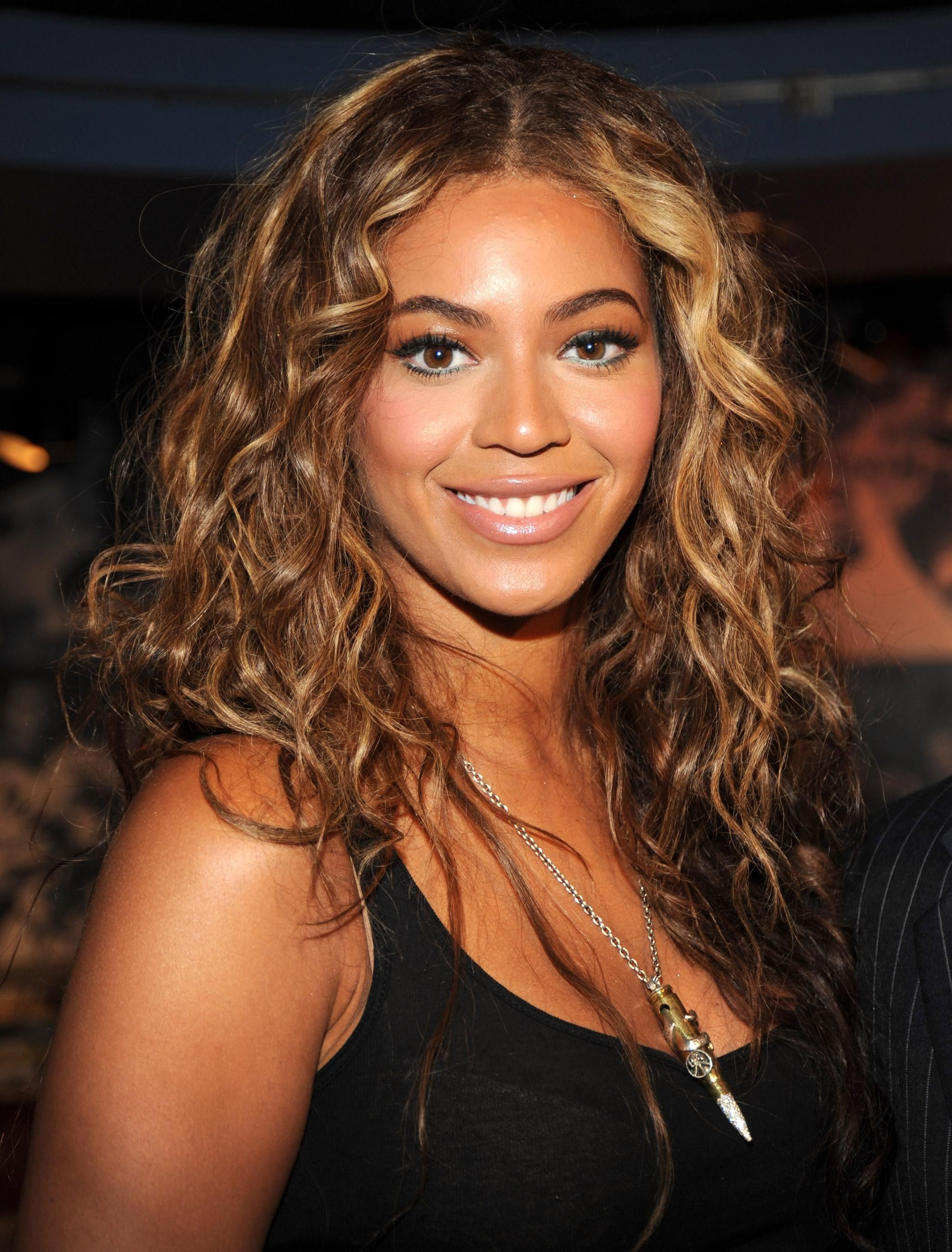 beyonce-highlighted curls hair