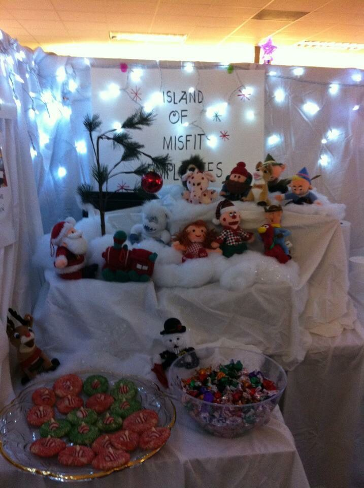 Island of Misfit Employees Christmas Cubicle Decoration | Cubicle ...