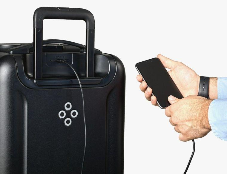 Idee regalo uomo compleanno e una valigia di colore nero
