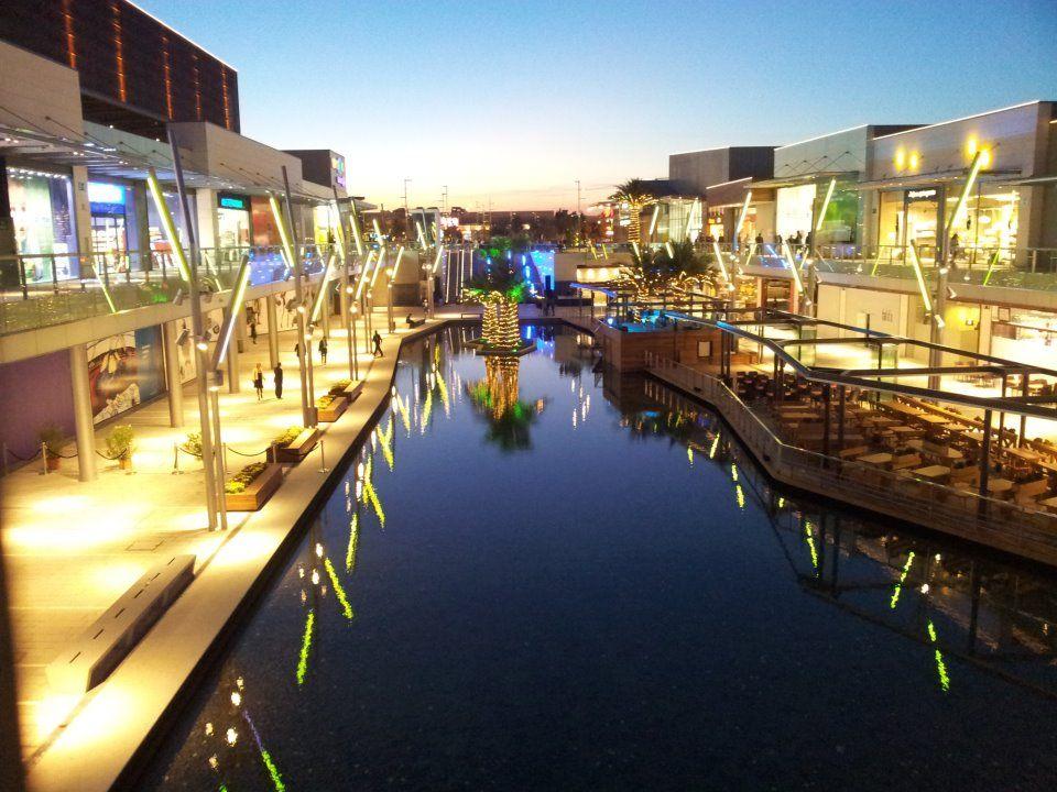 Espectacular imagen de puerto venecia anocheciendo puerto venecia pinterest shopping - Centro comercial puerto venecia zaragoza ...