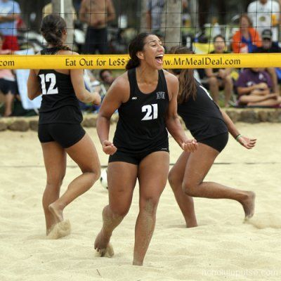 The University Of Hawaii Rainbow Wahine Hosted Its Second And Final Ncaa Sand Volleyball Match Of The 2012 Seas University Of Hawaii Volleyball Volleyball Team