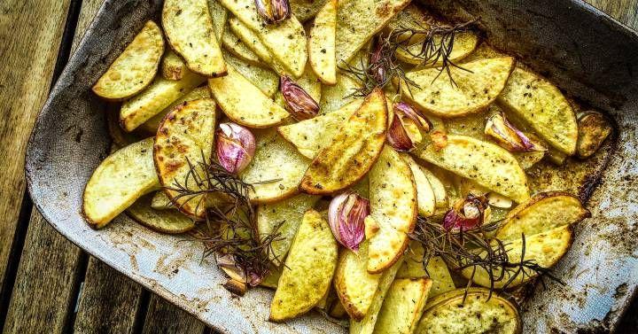 Patatas rústicas al horno