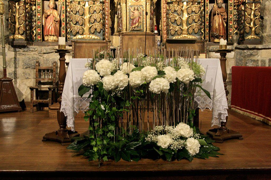 Preciosa decoracion moderna para el altar http for Diseno de interiores trackid sp 006