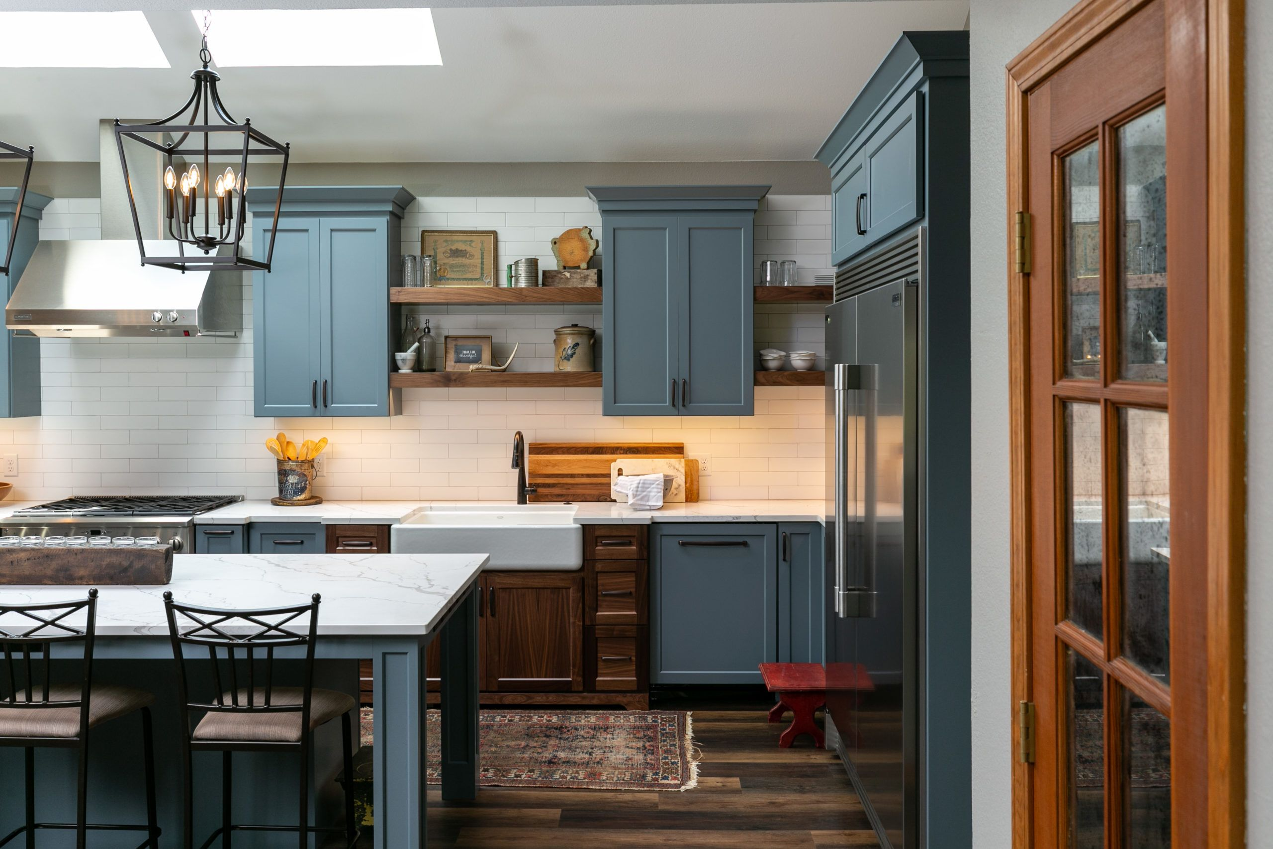 Farmhouse Kitchen With Blue Cabinets In 2020 Modern Farmhouse Kitchens Custom Kitchens Design Custom Kitchens