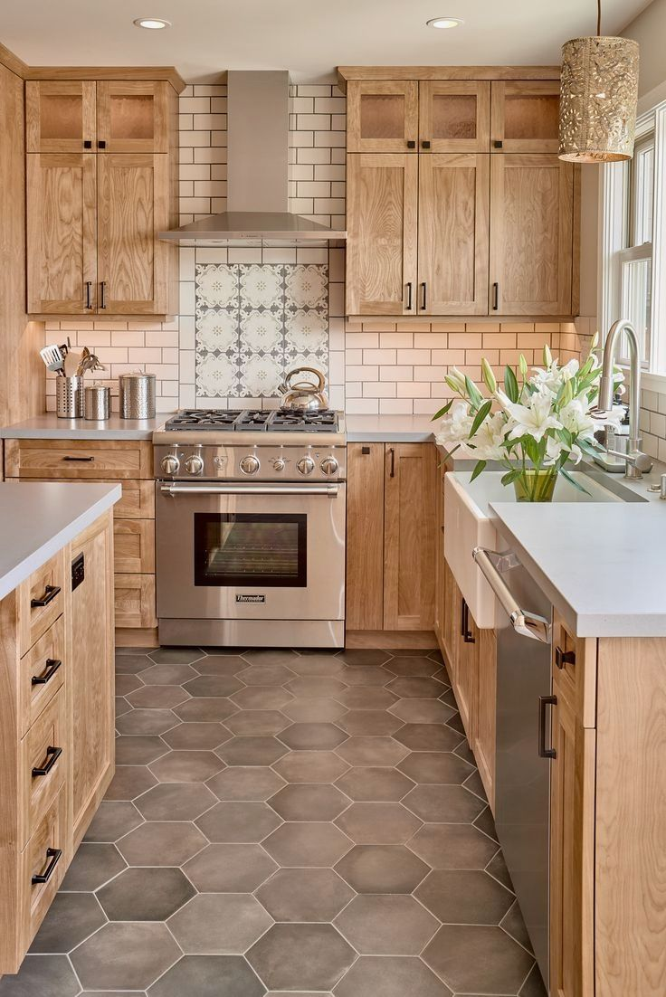 Modern Craftsman Style Kitchen Love The Natural Wood Tone And The Flooring Kitchen D Farmhouse Kitchen Design Farmhouse Kitchen Backsplash Kitchen Design