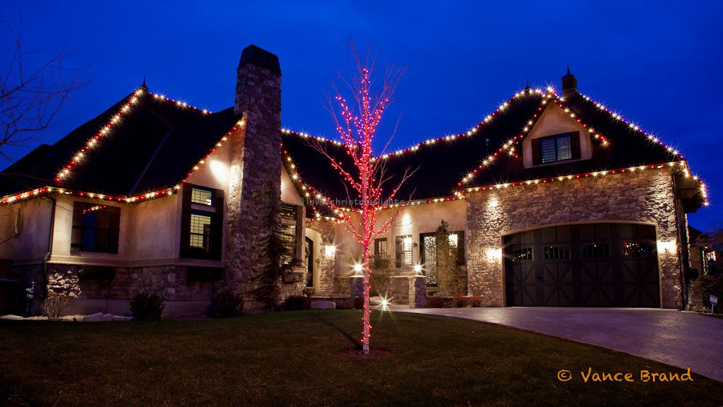 Residential Outdoor Christmas Light Display | The rooftop is ...