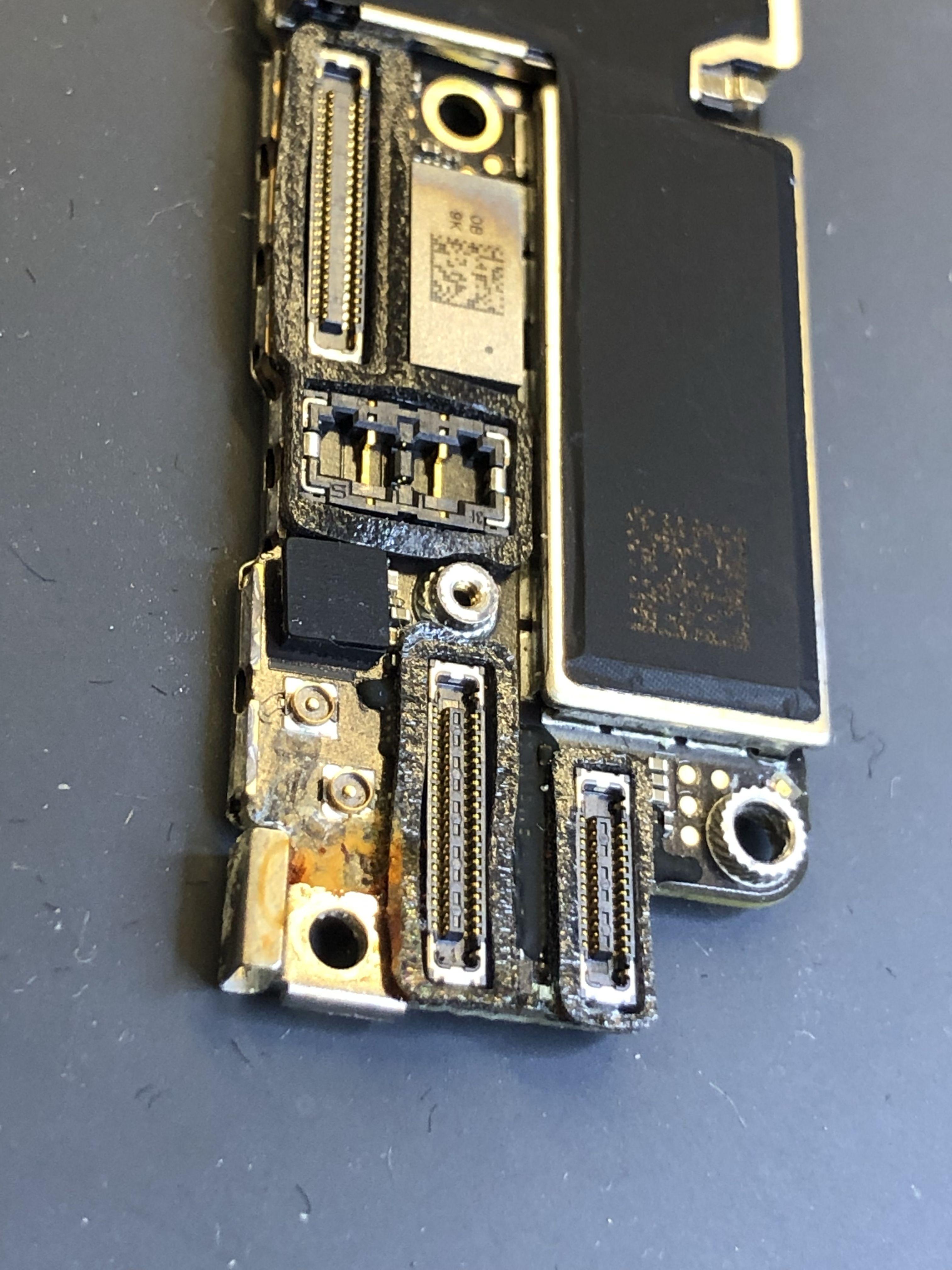 Reparation Carte Mere Iphone Avec Desoxydation Et Composants Au
