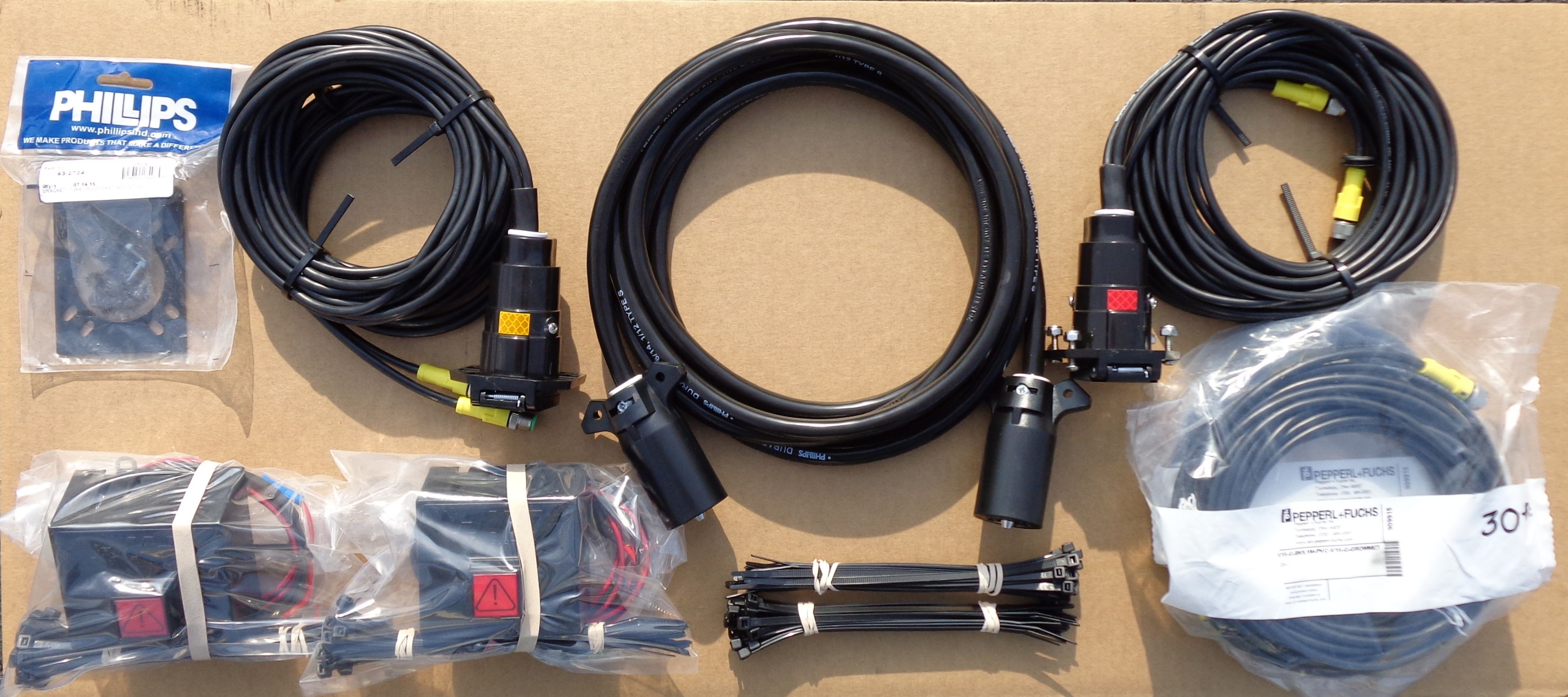 HTS Systems' HTS-30D-2 semi tractor trailer electrical harness for on trailer plugs, trailer hitch harness, trailer mounting brackets, trailer generator, trailer fuses, trailer brakes,