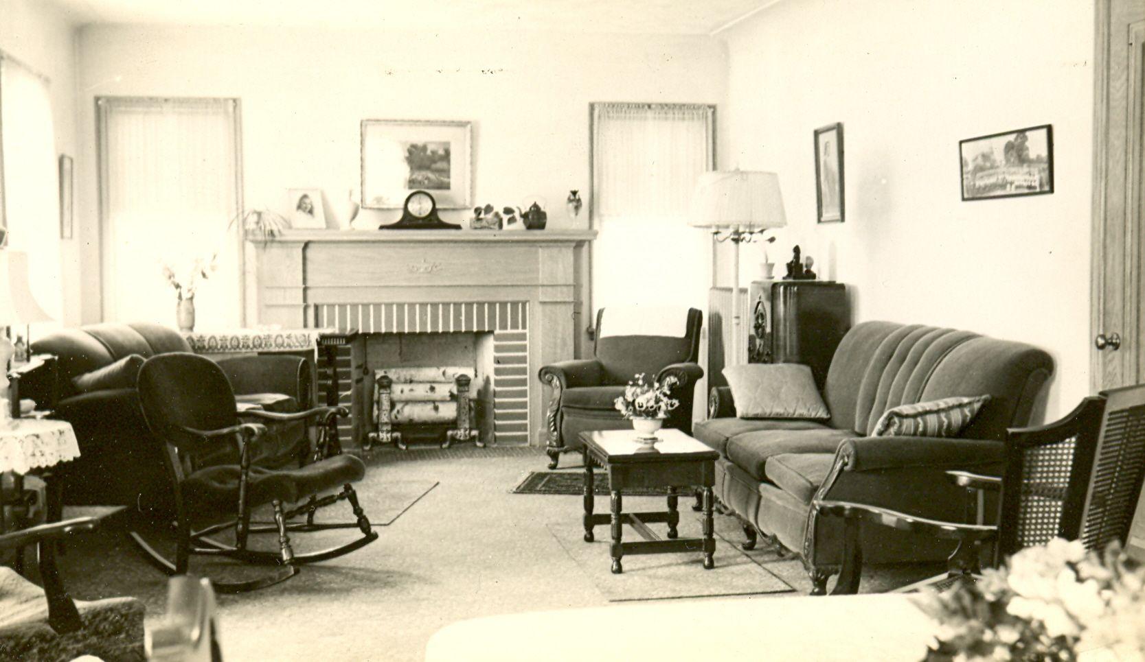 1940s Living Room I Like The Mantel Clock 1940s Living Room Home Living Room 1940s Home