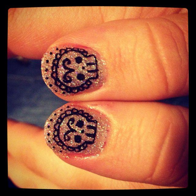 Cinco de mayo nail art. Cute, but I think this would suit día de los muertos better