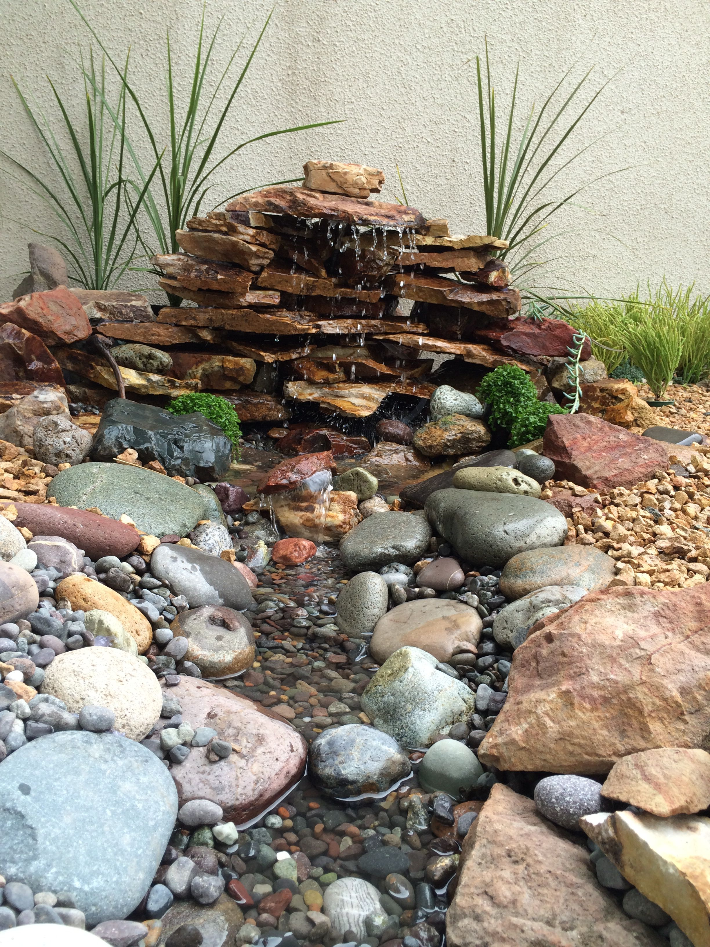 Fuentes de jardin caseras fuentes de jardn artesanal for Cascada casera para jardin
