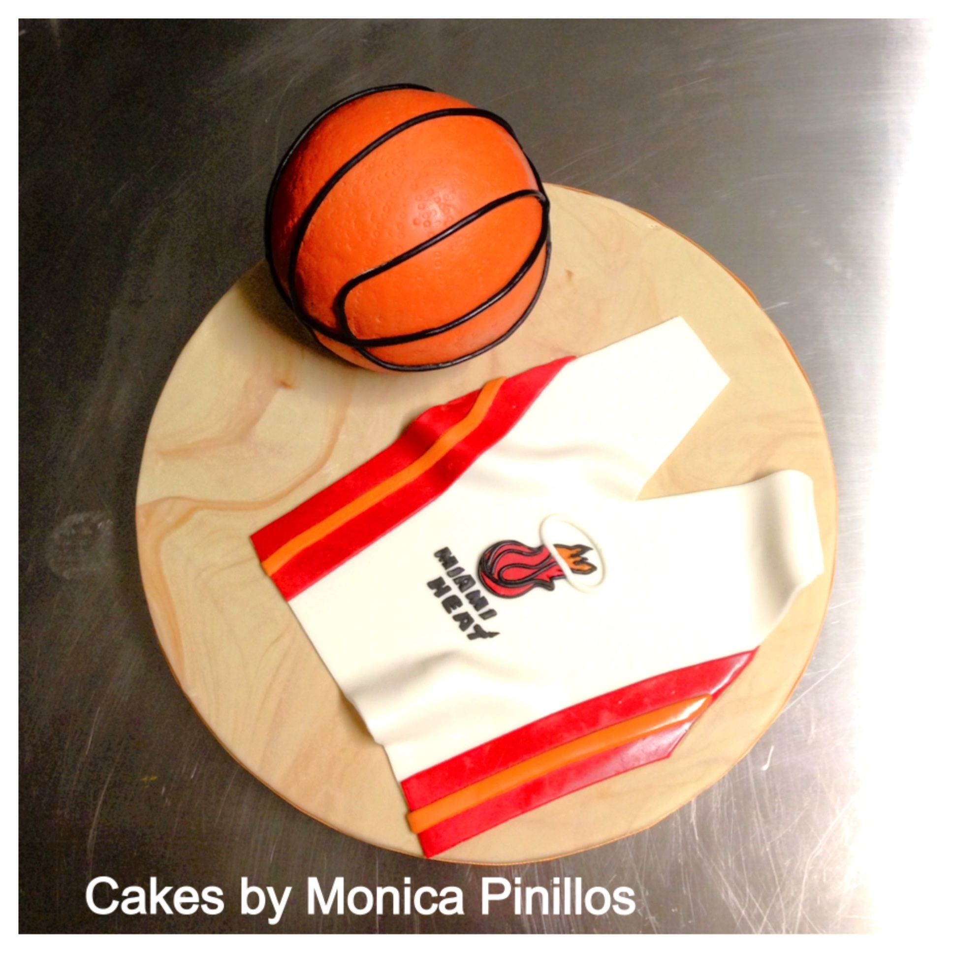Miamiheatcake By Monicacpinillos Basketball Cake Sport Cakes 3d Cakes Basketball Cake Sport Cakes Cake