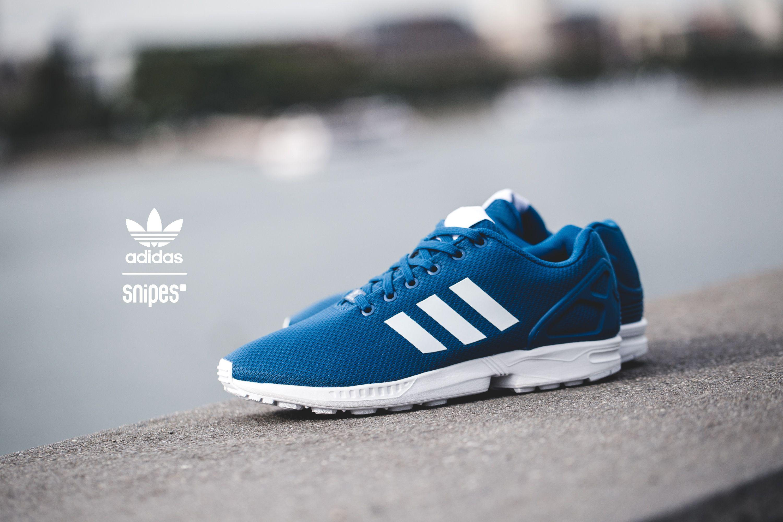 Ein ZX Flux in den adidas-Farben - das wurde auch Zeit! Dieser ZX Flux bekommt ein blaues, atmungsaktives Mesh-Upper und die adidas Trademark-Streifen auf den Seiten sowie die Midsole in Weiß. Gefällt uns! Artikelnummer: 1013227 Sizerun: 39 1/3-47 1/3 Preis: 89,99 Euro #snipes #snipesknows #adidas #zxflux #sneaker