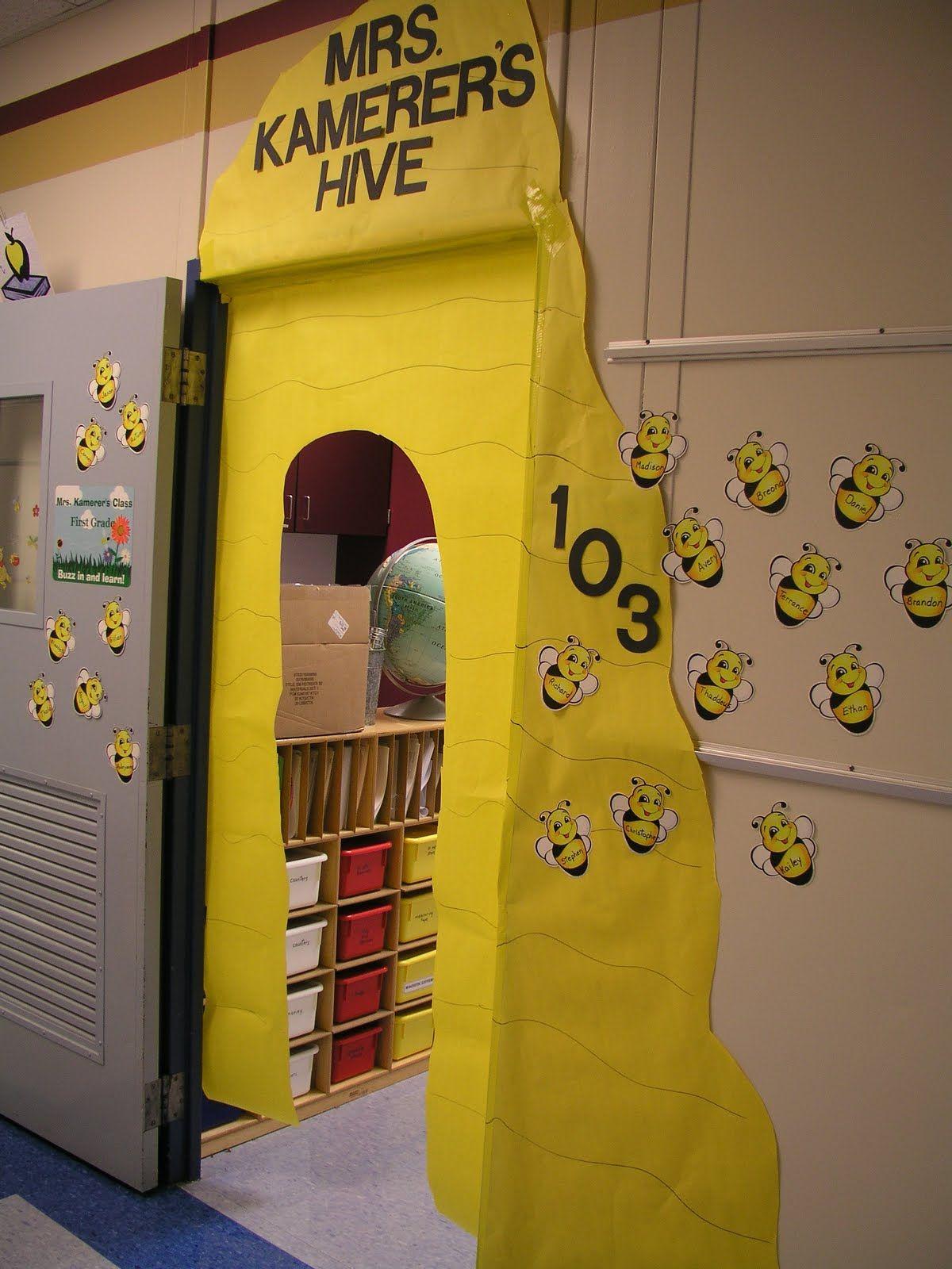 classroom bee theme - reminds me of my daughters kindergarten class @Kaela Deslatte