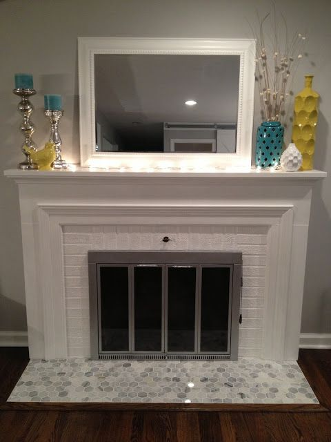 Photo of I like this mantel combo, would use a different color for the mirror frame.