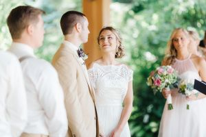 Before we even get into how gorgeous this Rockford Art Museum is, can we please just take a moment to swoon over this Bride's gorgeous BHLDN gown? I am in love. It's the perfect gown for this seriously stylish affair. With its understated yet elegant vibe all captured