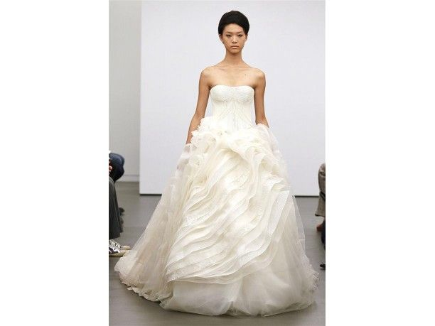 Abiti da #sposa #VeraWang #primaveraestate2013 / #Bridal dresses #wedding #springsummer2013  www.veraclasse.it/fotogallery/moda/sposa/abiti-da-sposa-vera-wang-collezione-primavera-estate-2013/9543/3/