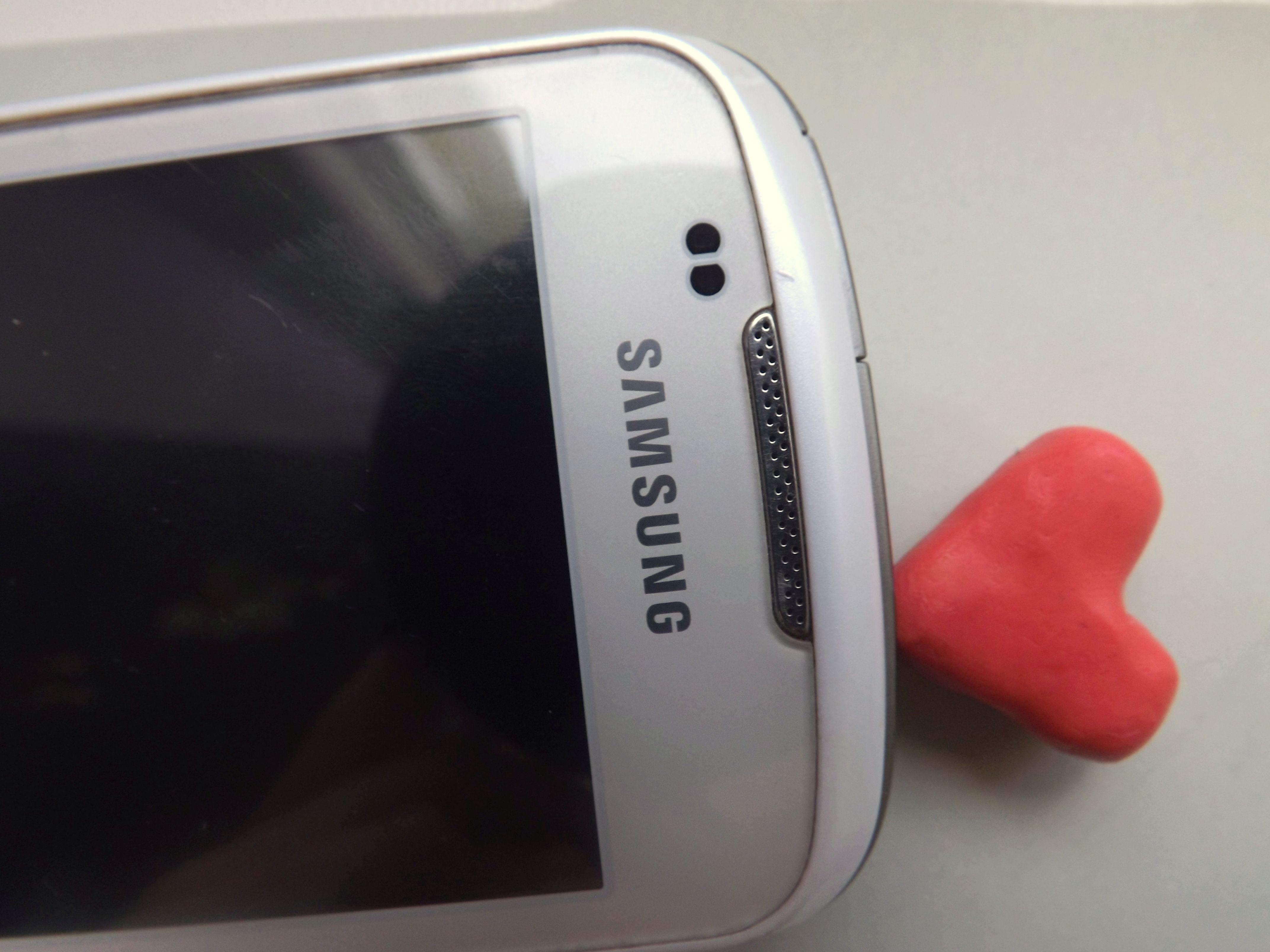 doplnok pre Váš mobil a diera na sluchatka sa vám už viac neupchá cena: 5€ kontakt: gklochanova@gmail.com