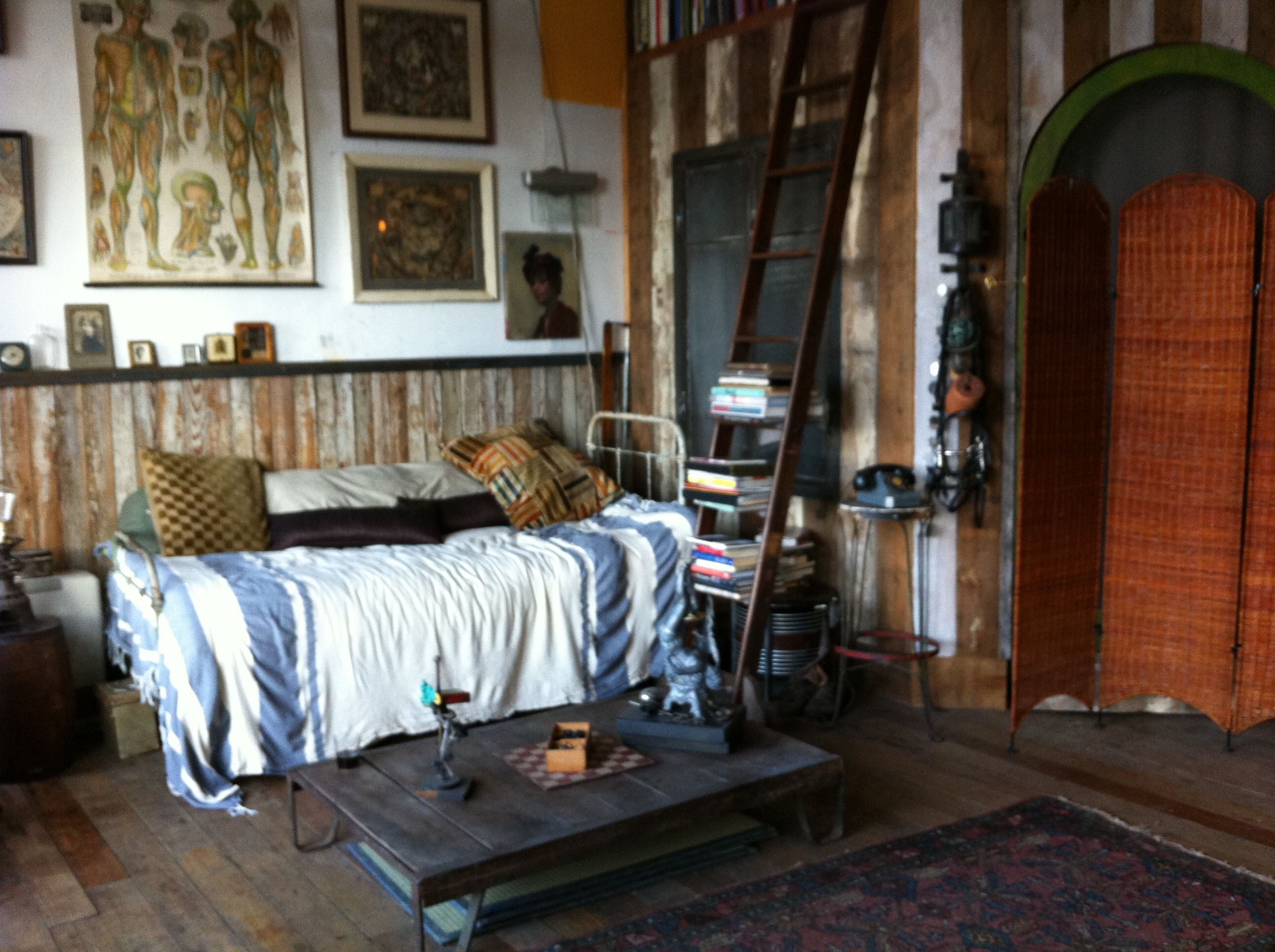 Artist loft in Dumbo, Brooklyn - full of antiques | Interesting ...