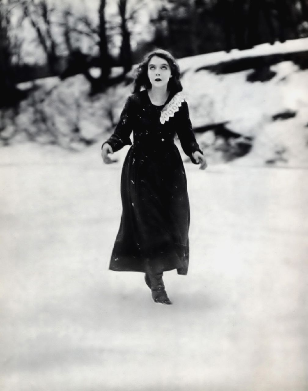 Lillian Gish did her own ice/waterfall scenes in this movie!