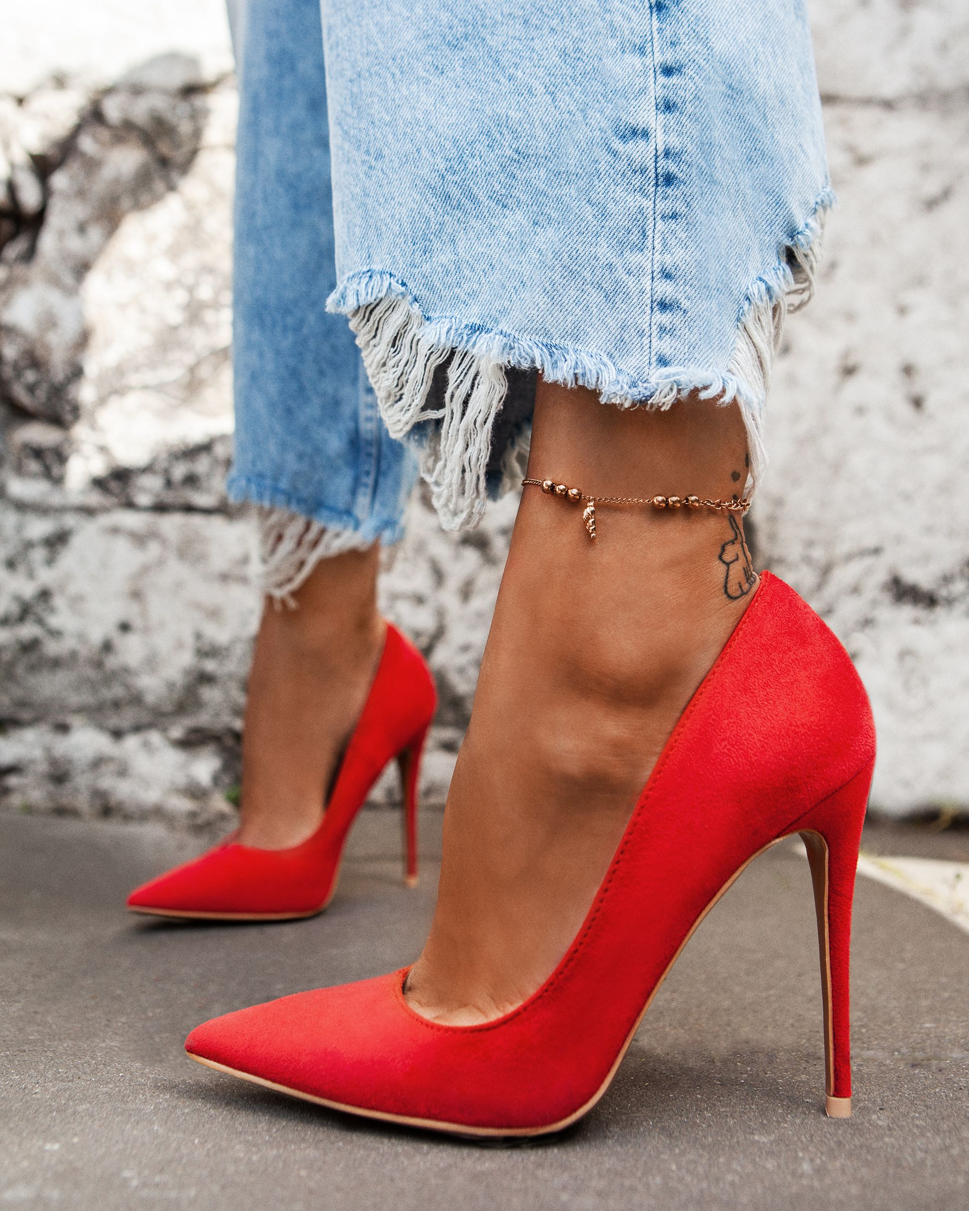 This gorgeous red high heels will give you truly red carpet feelings ! deezeeshoes deezee shoes @deezeeshoes #deezeeshoes #deezeepl #redshoes #highheels #redhighheels