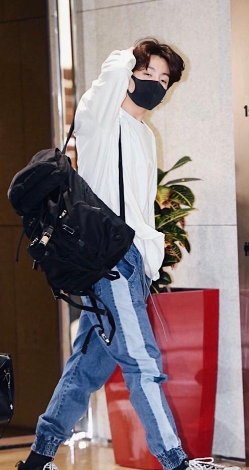 Jungkook Airport Fashion Tumblr Airport Fashion Kpop Fashion Airport Style