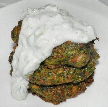 Necesitamos   1 cebolla  200 gramos de zanahorias  1 calabacín  200 gramos de espinacas (descongeladas y escurridas)  1 cucharada de ...